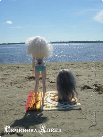 Сегодня выдался теплый, солнечный денек, так что девчонки отправились на пляж