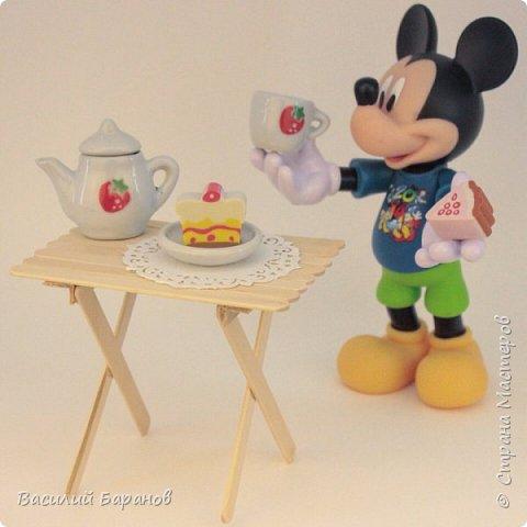Стол кукольный для чаепитий