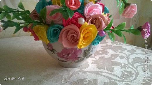 Розочки в подарок милой невестке (жене брата). Хотелось подарить небольшой по размерам букет, чтобы он легко вписался в интерьер и мог менять место от желания хозяйки. А яркими цветами радовал бы в любое время года.  фото 3