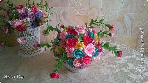 Розочки в подарок милой невестке (жене брата). Хотелось подарить небольшой по размерам букет, чтобы он легко вписался в интерьер и мог менять место от желания хозяйки. А яркими цветами радовал бы в любое время года.  фото 4