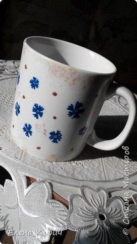 Была на мастер-классе по росписи чашек, вот что получилось. Вначале мне досталась синяя краска, ну нарисовала васильков. фото 3