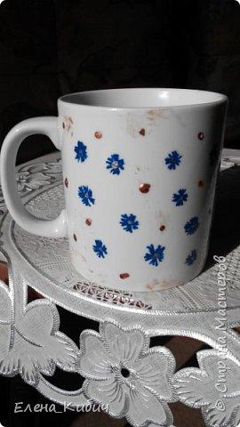 Была на мастер-классе по росписи чашек, вот что получилось. Вначале мне досталась синяя краска, ну нарисовала васильков. фото 2