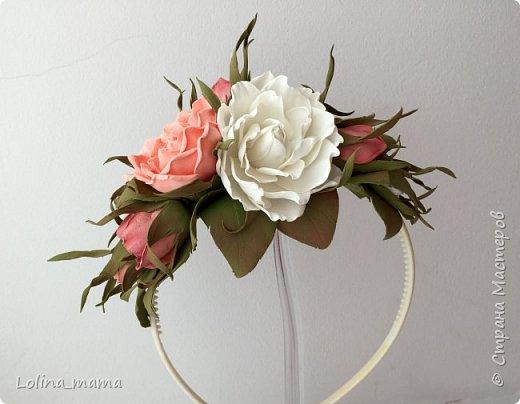 Ободок с розами из фоамирана в коралловых тонах. фото 1