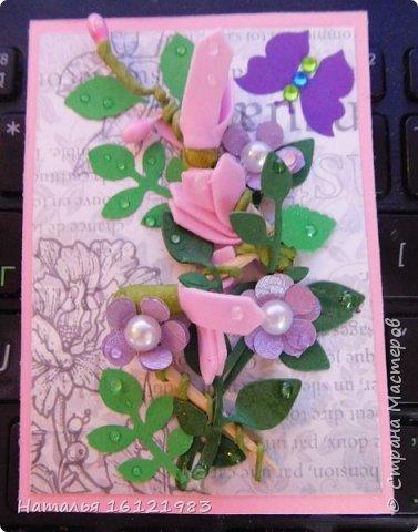 Весь сегодняшний день ходила и думала из чего делать серию. Потом приступила перебирать свои запасы, среди которых нашла: дырокольности, которые делала много месяцев назад, немного цветочков и  стразиков (остатки), сделала вырубку веточек,  и использовала краску для создания жемчужин, но я воспользовалась ею иначе...решила, что у меня цветочки будут будто после дождя..создавала этой краской капельки.  Выбирают только участники совместника http://stranamasterov.ru/node/1040245#comment-14105397 фото 4