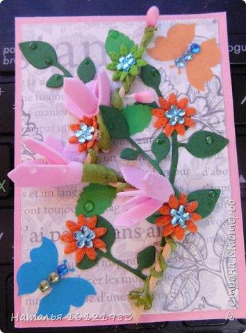 Весь сегодняшний день ходила и думала из чего делать серию. Потом приступила перебирать свои запасы, среди которых нашла: дырокольности, которые делала много месяцев назад, немного цветочков и  стразиков (остатки), сделала вырубку веточек,  и использовала краску для создания жемчужин, но я воспользовалась ею иначе...решила, что у меня цветочки будут будто после дождя..создавала этой краской капельки.  Выбирают только участники совместника http://stranamasterov.ru/node/1040245#comment-14105397 фото 5