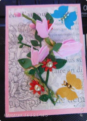 Весь сегодняшний день ходила и думала из чего делать серию. Потом приступила перебирать свои запасы, среди которых нашла: дырокольности, которые делала много месяцев назад, немного цветочков и  стразиков (остатки), сделала вырубку веточек,  и использовала краску для создания жемчужин, но я воспользовалась ею иначе...решила, что у меня цветочки будут будто после дождя..создавала этой краской капельки.  Выбирают только участники совместника http://stranamasterov.ru/node/1040245#comment-14105397 фото 9