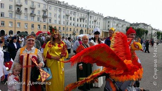 """Здравствуйте, жители Страны Мастеров. В июле в нашем городе проходил традиционный парад колясок. Наша семья уже не первый год участвует в таком масштабном мероприятии, приуроченном к Дню города. Решили сделать коляску """"Жар-птица"""" по сказке П.Ершова """"Конёк - горбунок"""".  фото 1"""