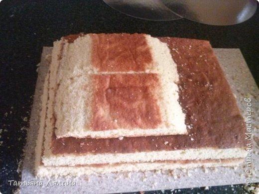 """Всем доброго дня! Хоть я и далеко не профессионал по части тортов, хочу поделиться своим сладким подарком на """"джинсовую"""" свадьбу. Торт планировался смешным и позитивным, в тему оказались именно джинсы фото 2"""