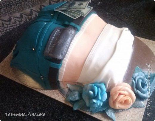 """Всем доброго дня! Хоть я и далеко не профессионал по части тортов, хочу поделиться своим сладким подарком на """"джинсовую"""" свадьбу. Торт планировался смешным и позитивным, в тему оказались именно джинсы фото 7"""