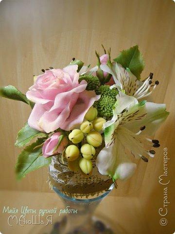 """Здравствуйте жители страны! На этот раз слепила розовые розы, наконец,решилась слепить альстромерию,спасибо Инне Голубевой за вдохновение и подсказки!!!! добавила ягоды и зелень.Букетику пока названия не дала, дайте идею, моя пока--"""" Нежный взгляд"""" фото 3"""