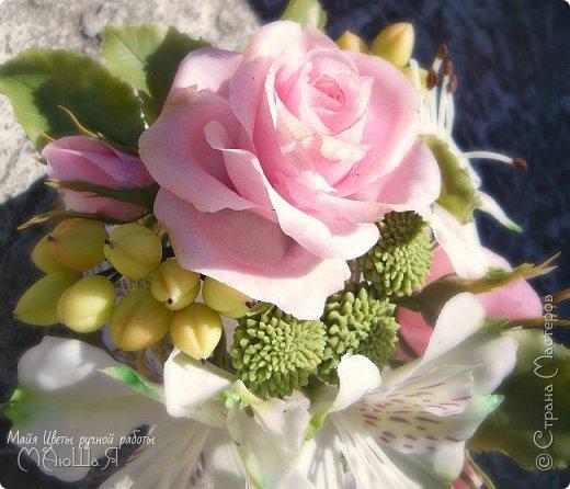 """Здравствуйте жители страны! На этот раз слепила розовые розы, наконец,решилась слепить альстромерию,спасибо Инне Голубевой за вдохновение и подсказки!!!! добавила ягоды и зелень.Букетику пока названия не дала, дайте идею, моя пока--"""" Нежный взгляд"""" фото 1"""