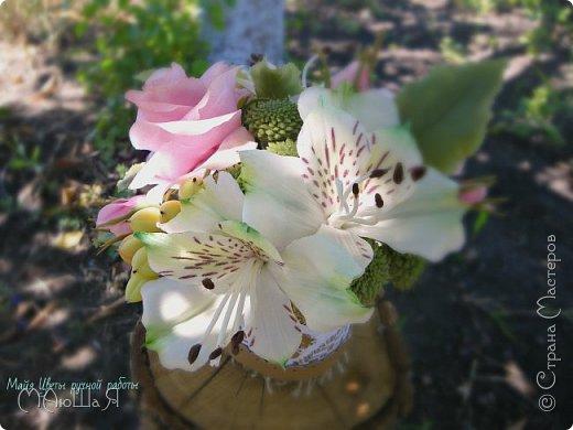 """Здравствуйте жители страны! На этот раз слепила розовые розы, наконец,решилась слепить альстромерию,спасибо Инне Голубевой за вдохновение и подсказки!!!! добавила ягоды и зелень.Букетику пока названия не дала, дайте идею, моя пока--"""" Нежный взгляд"""" фото 4"""