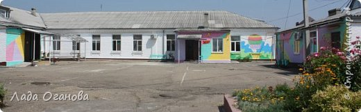 Вот так этим летом командой из 4-х человек мы раскрасили нашу школу. Основное здание школы построено в 1917 г., пристройки в 1977 г., спортзал и мастерские в 1979 г. Школа открыта в 1980 году как школа-интернат для детей с умственной отсталостью. Это здание столовой. фото 13