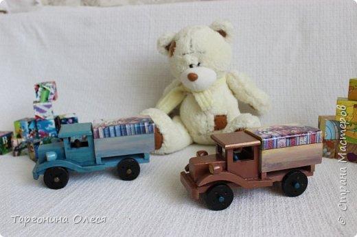 Всем добрый день. Сегодня я с простенькими работами - игрушками машинками. Использованные материалы: краска, распечатка, лак. фото 1