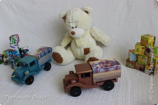 Всем добрый день. Сегодня я с простенькими работами - игрушками машинками. Использованные материалы: краска, распечатка, лак. фото 2