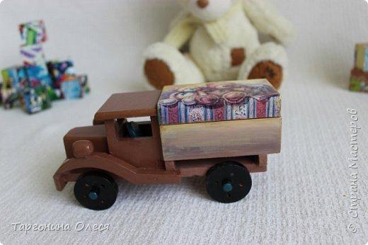 Всем добрый день. Сегодня я с простенькими работами - игрушками машинками. Использованные материалы: краска, распечатка, лак. фото 4