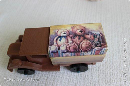 Всем добрый день. Сегодня я с простенькими работами - игрушками машинками. Использованные материалы: краска, распечатка, лак. фото 3