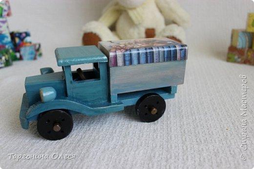 Всем добрый день. Сегодня я с простенькими работами - игрушками машинками. Использованные материалы: краска, распечатка, лак. фото 8
