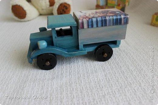 Всем добрый день. Сегодня я с простенькими работами - игрушками машинками. Использованные материалы: краска, распечатка, лак. фото 11