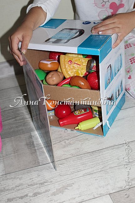 здравствуйте дорогие феечки СМ! вот и я решилась выставить свою работу! дочка очень просила игрушечную кухню для себя...покупать оказалось дорого...и на просторах интернета я нашла фото замечательной идеи. вот и купила все необходимое в Икея стол ЛАКК очень легко собирается!  фото 4