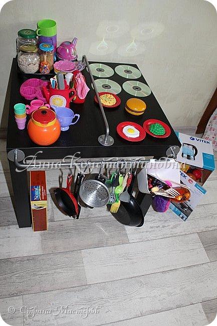 здравствуйте дорогие феечки СМ! вот и я решилась выставить свою работу! дочка очень просила игрушечную кухню для себя...покупать оказалось дорого...и на просторах интернета я нашла фото замечательной идеи. вот и купила все необходимое в Икея стол ЛАКК очень легко собирается!  фото 3