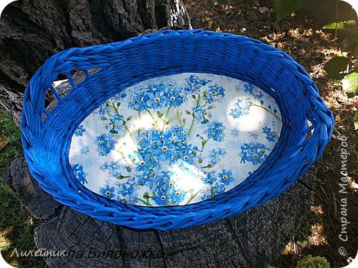 """Доброй ночи, жители Страны! Две недели назад мне улыбнулась Удача, я купила красивую голубую салфетку, назвала ее """"незабудки"""". Давно у меня не было такого вдохновения. Сухарницу сплела на одном дыхании. фото 4"""