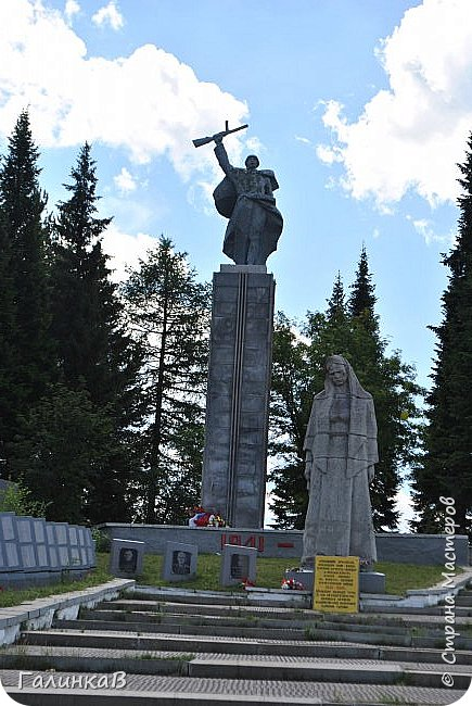 Сегодня, дорогие мои, приглашаю вас на прогулку по городу Нижняя Тура, который находится на северном Урала, в трех часах езды от Екатеринбурга где живет мой папа и где я побывала этим летом. Нижнетуринский пруд. фото 7