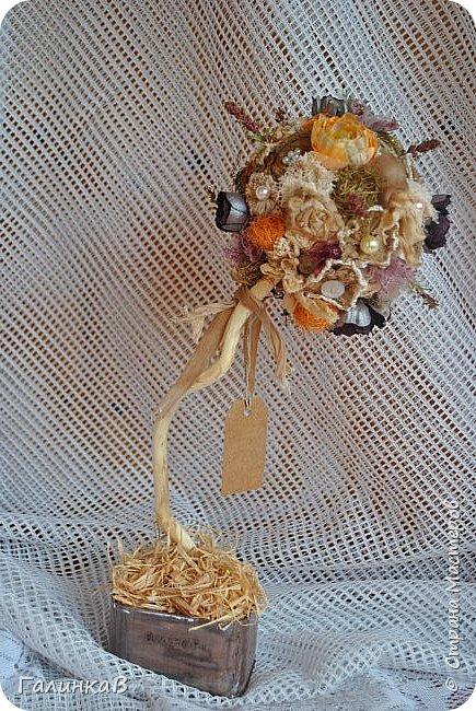 Здравствуйте, мои дорогие, мастерицы! Давно ничего не выставляла, летние дачные хлопоты, отпуск, жара - все это как-то не давало времени для творчества. Но все-таки что-то как-то иногда я делала, а именно - цветочки для моего нового текстильного топиария. фото 9
