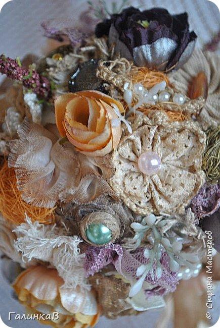Здравствуйте, мои дорогие, мастерицы! Давно ничего не выставляла, летние дачные хлопоты, отпуск, жара - все это как-то не давало времени для творчества. Но все-таки что-то как-то иногда я делала, а именно - цветочки для моего нового текстильного топиария. фото 4