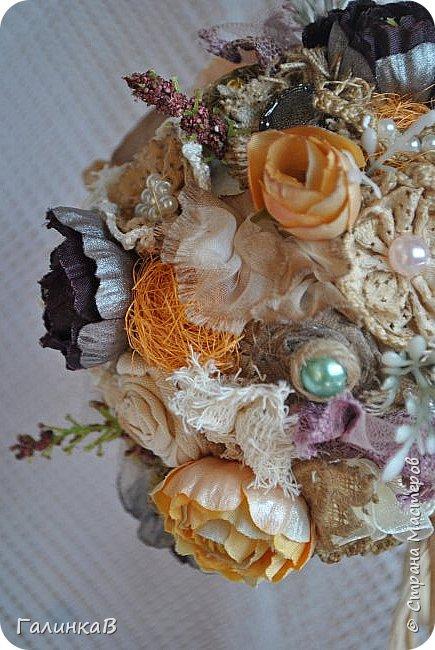 Здравствуйте, мои дорогие, мастерицы! Давно ничего не выставляла, летние дачные хлопоты, отпуск, жара - все это как-то не давало времени для творчества. Но все-таки что-то как-то иногда я делала, а именно - цветочки для моего нового текстильного топиария. фото 3