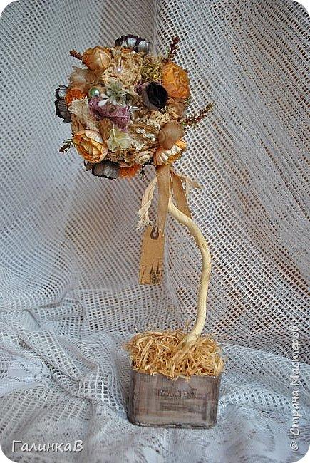 Здравствуйте, мои дорогие, мастерицы! Давно ничего не выставляла, летние дачные хлопоты, отпуск, жара - все это как-то не давало времени для творчества. Но все-таки что-то как-то иногда я делала, а именно - цветочки для моего нового текстильного топиария. фото 1