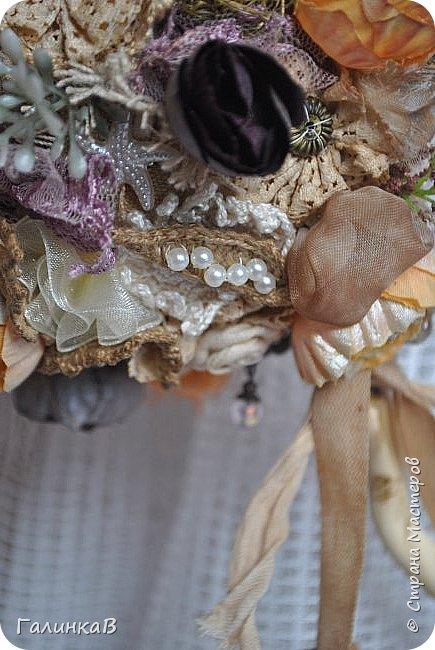 Здравствуйте, мои дорогие, мастерицы! Давно ничего не выставляла, летние дачные хлопоты, отпуск, жара - все это как-то не давало времени для творчества. Но все-таки что-то как-то иногда я делала, а именно - цветочки для моего нового текстильного топиария. фото 7