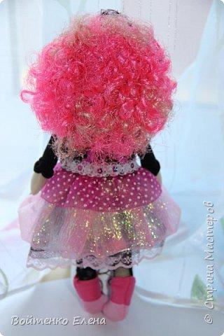 Захотелось сделать что то не обычное, созрел вот такой образ куколки, ее рост 29 см, волосики из распущеной атласной ленты фото 3