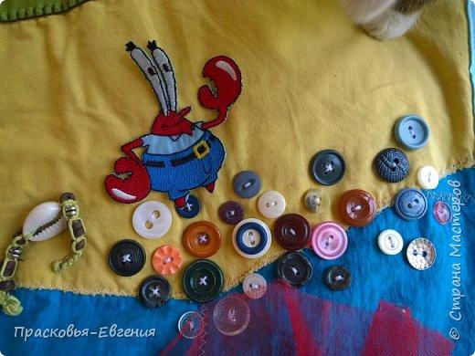 Наш коврик мы начали шить год назад. Первая версия выглядела так http://stranamasterov.ru/node/958605. Ее мы шили на машинке. Там же описана основная идея нашего игрушечного мира.  Последние полгода я дошивала, добавляла. Все вручную. Представляю версию номер два.  фото 19