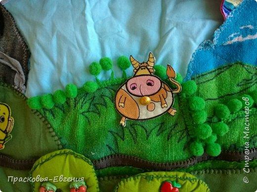 Наш коврик мы начали шить год назад. Первая версия выглядела так http://stranamasterov.ru/node/958605. Ее мы шили на машинке. Там же описана основная идея нашего игрушечного мира.  Последние полгода я дошивала, добавляла. Все вручную. Представляю версию номер два.  фото 14