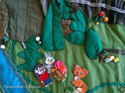 Наш коврик мы начали шить год назад. Первая версия выглядела так http://stranamasterov.ru/node/958605. Ее мы шили на машинке. Там же описана основная идея нашего игрушечного мира.  Последние полгода я дошивала, добавляла. Все вручную. Представляю версию номер два.  фото 4