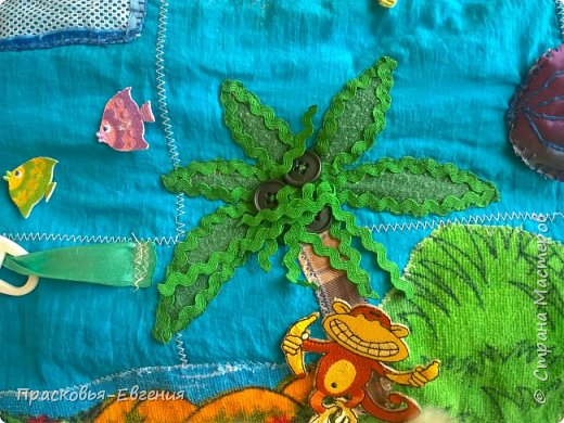 Наш коврик мы начали шить год назад. Первая версия выглядела так http://stranamasterov.ru/node/958605. Ее мы шили на машинке. Там же описана основная идея нашего игрушечного мира.  Последние полгода я дошивала, добавляла. Все вручную. Представляю версию номер два.  фото 20