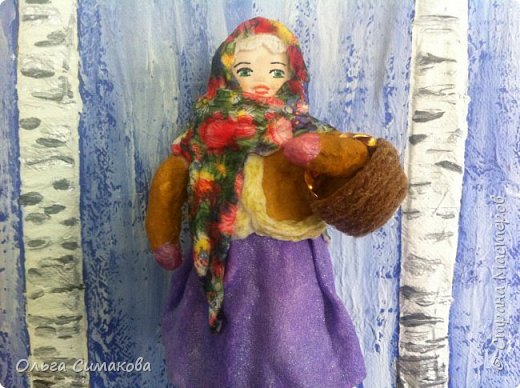 """Добрый день!  Надеюсь, что кому- нибудь будет интересен один из способов, как можно """"одеть"""" кукол на елку. В Технике ВАТНОЕ и СМЕШАННОЕ папье- маше. Смешанное, потому что иногда добавляю влажные салфетки. Можно и без них. Когда- то давно, влажных салфеток не было и иногда в игрушки добавляли ткань или гофрированную бумагу. Например так:   https://im0-tub-ru.yandex.net/i?id=1f8fc3589ff0289822be486e8e770420&n=13  Или так:    http://static.ozone.ru/multimedia/audio_cd_covers/1013590764.jpg. у нас они теперь есть. И почему бы их не применить? Ни где не подсмотрено. Самолично придумано. Но конечно же так уже кто- нибудь наверняка делает и велосипед я не изобретала. Но к сожалению никто не подсказал. А ларчик (как выяснилось) просто открывался... фото 2"""