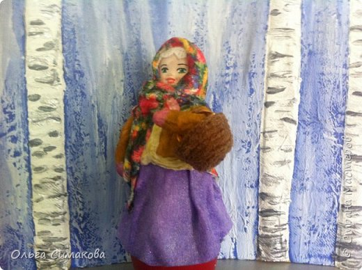 """Добрый день!  Надеюсь, что кому- нибудь будет интересен один из способов, как можно """"одеть"""" кукол на елку. В Технике ВАТНОЕ и СМЕШАННОЕ папье- маше. Смешанное, потому что иногда добавляю влажные салфетки. Можно и без них. Когда- то давно, влажных салфеток не было и иногда в игрушки добавляли ткань или гофрированную бумагу. Например так:   https://im0-tub-ru.yandex.net/i?id=1f8fc3589ff0289822be486e8e770420&n=13  Или так:    http://static.ozone.ru/multimedia/audio_cd_covers/1013590764.jpg. у нас они теперь есть. И почему бы их не применить? Ни где не подсмотрено. Самолично придумано. Но конечно же так уже кто- нибудь наверняка делает и велосипед я не изобретала. Но к сожалению никто не подсказал. А ларчик (как выяснилось) просто открывался... фото 3"""