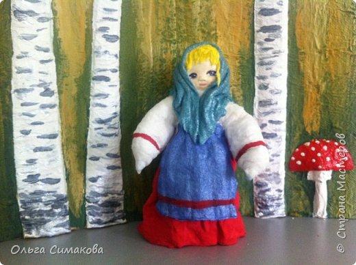 """Добрый день!  Надеюсь, что кому- нибудь будет интересен один из способов, как можно """"одеть"""" кукол на елку. В Технике ВАТНОЕ и СМЕШАННОЕ папье- маше. Смешанное, потому что иногда добавляю влажные салфетки. Можно и без них. Когда- то давно, влажных салфеток не было и иногда в игрушки добавляли ткань или гофрированную бумагу. Например так:   https://im0-tub-ru.yandex.net/i?id=1f8fc3589ff0289822be486e8e770420&n=13  Или так:    http://static.ozone.ru/multimedia/audio_cd_covers/1013590764.jpg. у нас они теперь есть. И почему бы их не применить? Ни где не подсмотрено. Самолично придумано. Но конечно же так уже кто- нибудь наверняка делает и велосипед я не изобретала. Но к сожалению никто не подсказал. А ларчик (как выяснилось) просто открывался... фото 6"""
