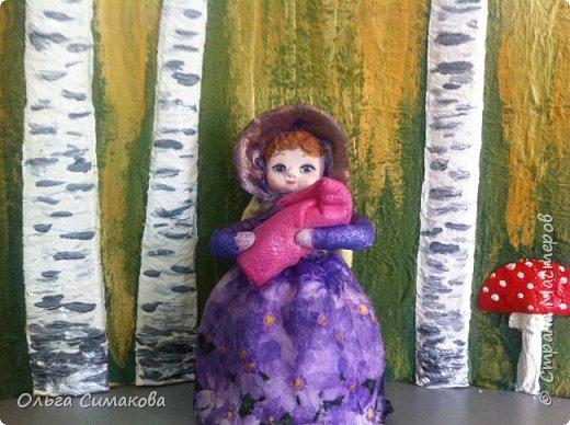 """Добрый день!  Надеюсь, что кому- нибудь будет интересен один из способов, как можно """"одеть"""" кукол на елку. В Технике ВАТНОЕ и СМЕШАННОЕ папье- маше. Смешанное, потому что иногда добавляю влажные салфетки. Можно и без них. Когда- то давно, влажных салфеток не было и иногда в игрушки добавляли ткань или гофрированную бумагу. Например так:   https://im0-tub-ru.yandex.net/i?id=1f8fc3589ff0289822be486e8e770420&n=13  Или так:    http://static.ozone.ru/multimedia/audio_cd_covers/1013590764.jpg. у нас они теперь есть. И почему бы их не применить? Ни где не подсмотрено. Самолично придумано. Но конечно же так уже кто- нибудь наверняка делает и велосипед я не изобретала. Но к сожалению никто не подсказал. А ларчик (как выяснилось) просто открывался... фото 8"""