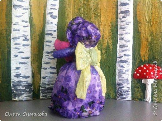 """Добрый день!  Надеюсь, что кому- нибудь будет интересен один из способов, как можно """"одеть"""" кукол на елку. В Технике ВАТНОЕ и СМЕШАННОЕ папье- маше. Смешанное, потому что иногда добавляю влажные салфетки. Можно и без них. Когда- то давно, влажных салфеток не было и иногда в игрушки добавляли ткань или гофрированную бумагу. Например так:   https://im0-tub-ru.yandex.net/i?id=1f8fc3589ff0289822be486e8e770420&n=13  Или так:    http://static.ozone.ru/multimedia/audio_cd_covers/1013590764.jpg. у нас они теперь есть. И почему бы их не применить? Ни где не подсмотрено. Самолично придумано. Но конечно же так уже кто- нибудь наверняка делает и велосипед я не изобретала. Но к сожалению никто не подсказал. А ларчик (как выяснилось) просто открывался... фото 9"""