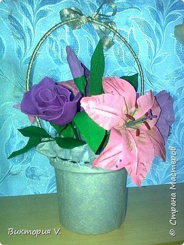 Цветы сделаны к 8 марта. Это подарок  с сюрпризом, в некоторых бутонах конфеты, а еще есть цветочки, в которых спрятаны записки с поздравлениями.  фото 4