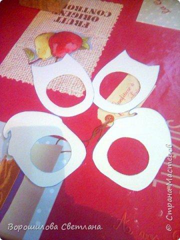 Материалы:соленое тесто, картон,гуашь,пва,лак.магнитная лента. Размер рамочек:высота-11см,ширина-7 см. фото 2