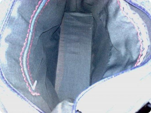 Сделали мне заказ - сшить женскую сумку из материалов заказчика. Точнее, из обрезков. Из атласных лоскутиков я собрала блок крейзи, но какой-то он интересный получился. На что похож? В серединку добавила свой личный лоскутик, центр должен быть центром! фото 12