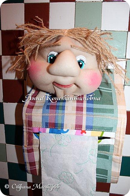 вот такой простой пластмассовый держатель превратила в интересную куклу-держатель для туалетной бумаги.... фото 2