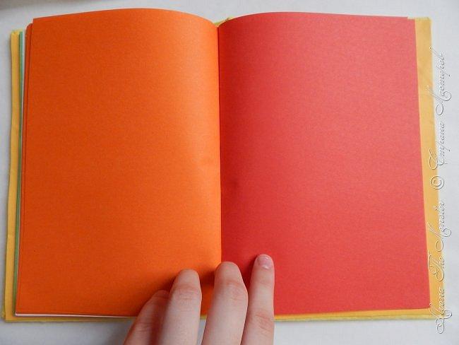 Приветствую всех жителей Страны Мастеров! Представляю Вашему вниманию блокнот с покемоном Пикачу, сделанный своими руками. Внутри блокнота разноцветные страницы, а обложка сделана из фетра. фото 7
