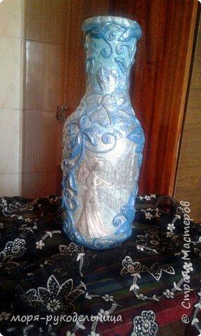 Имея уже первый опыт декорирования бутылки, решила попробовать сделать что-то совсем другое. И вот моя дама отправилась на прогулку... фото 1