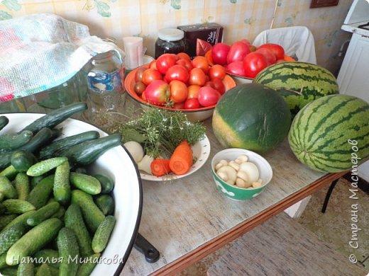 Хочу поделиться с жителями СМ рецептом заготовки овощей. По этому рецепту делаю маринады уже почти 30 лет. Можно консервировать отдельно огурцы, помидоры, а можно и овощное ассорти (помидоры+огурцы, помидоры+огурцы+арбузы,  помидоры+огурцы+арбузы+капуста). фото 2