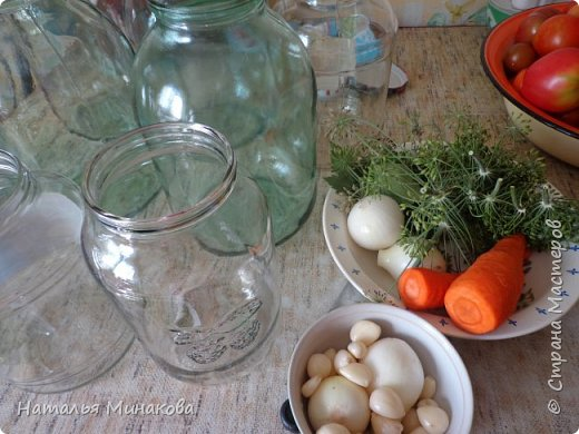 Хочу поделиться с жителями СМ рецептом заготовки овощей. По этому рецепту делаю маринады уже почти 30 лет. Можно консервировать отдельно огурцы, помидоры, а можно и овощное ассорти (помидоры+огурцы, помидоры+огурцы+арбузы,  помидоры+огурцы+арбузы+капуста). фото 3